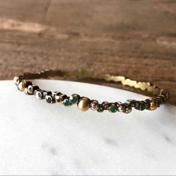 Jewelry - Gold and green bangle